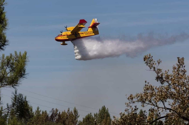 Incêndios: Meios aéreos juntam-se ao combate ao fogo no parque do Gerês