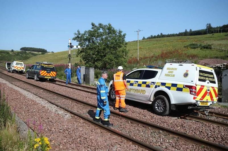 Pelo menos três mortos e seis feridos no descarrilamento de um comboio na Escócia