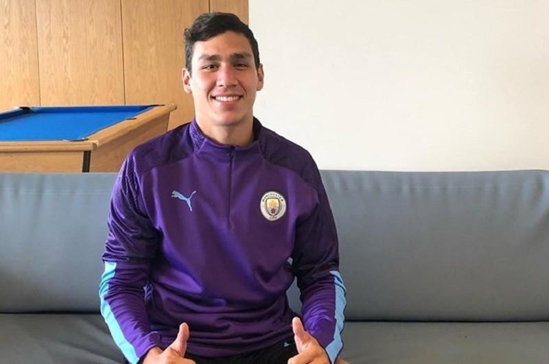 Nahuel Ferraresi reforça defesa do Moreirense por empréstimo do Manchester City