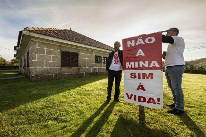 Opositores à mina de lítio em Montalegre plantaram árvores nos furos de prospeção