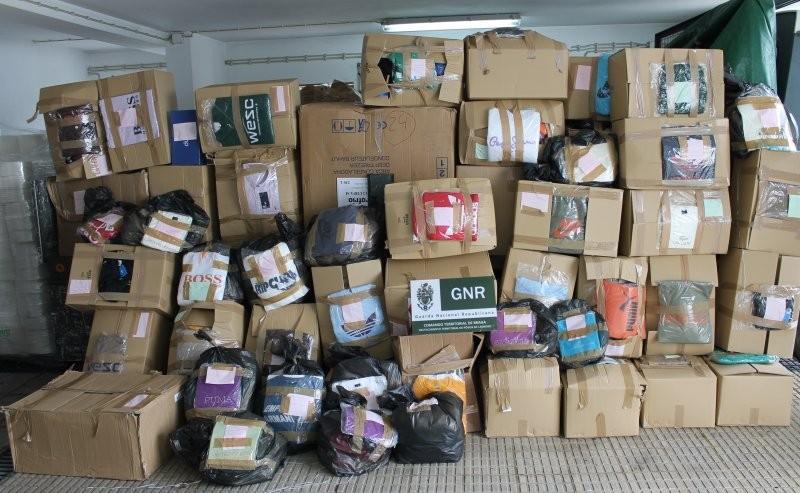 AMARES: Apreendido material contrafeito avaliado em cinco mil euros na feira semanal