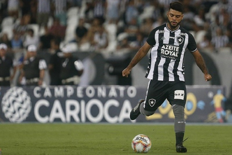 Médio Leandrinho assina por três temporadas com Gil Vicente