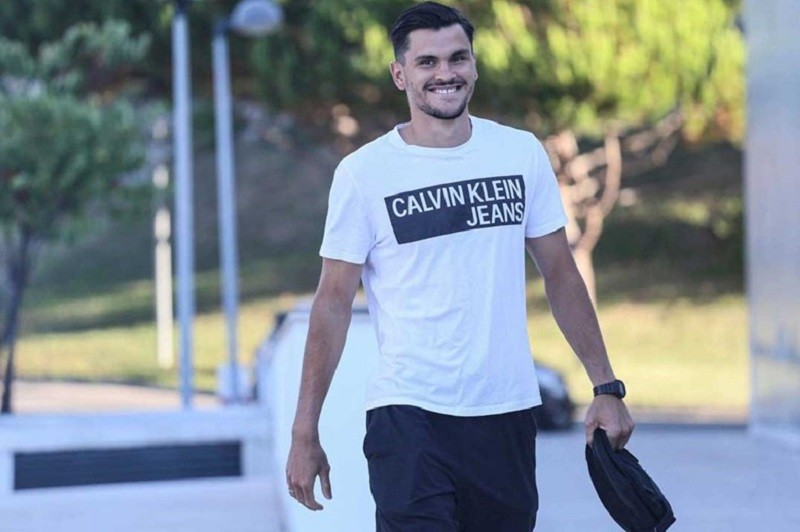 Famalicão contrata guarda-redes Zlobin ao Benfica