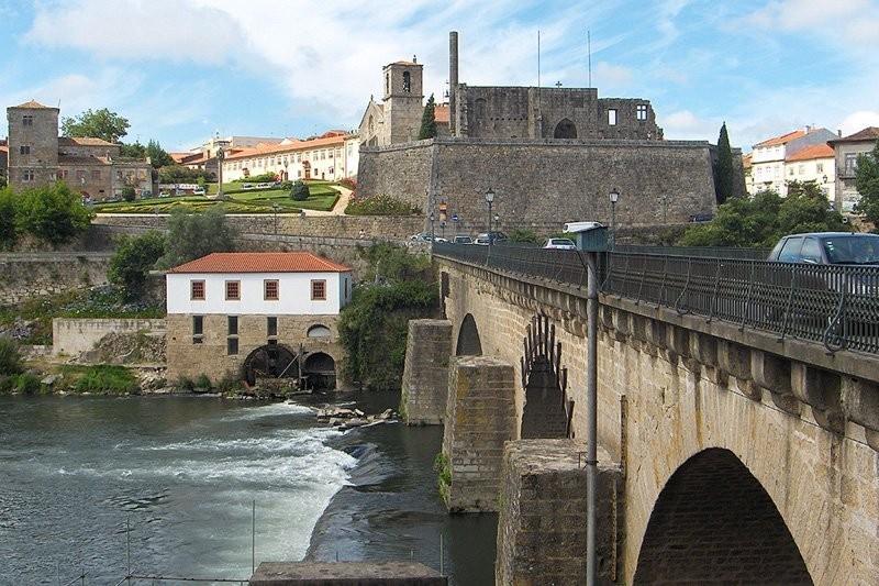 Aberto concurso para requalificar percurso pedonal da ponte medieval de Barcelos