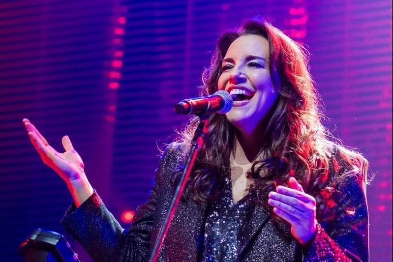 Ana Carolina cancela concerto em Guimarães e adia restantes em Portugal para 2021
