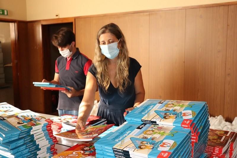 Autarquia de Amares oferece livros de atividades a mais de 500 alunos