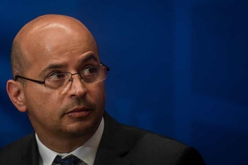 Ministro das Finanças defende aumento do salário mínimo