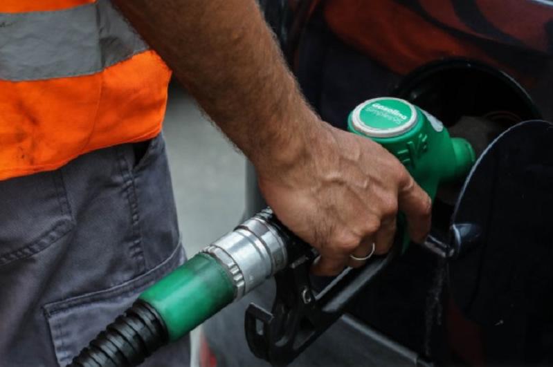 Gasolina simples com 7.º aumento consecutivo em junho mas peso das margens desceu