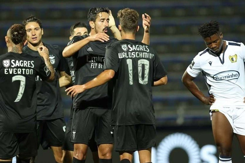 Benfica goleia Famalicão no arranque do campeonato, com brilho de Waldschmidt
