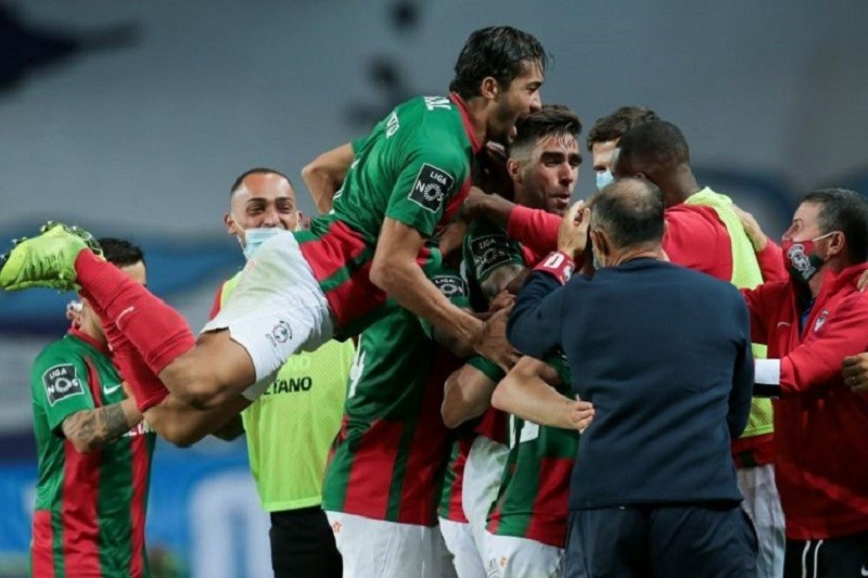 Marítimo vence na visita ao FC Porto e impõe primeira derrota aos campeões