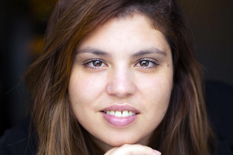 A Casa das Janelas Amarelas é o primeiro romance da bracarense Ana Capa