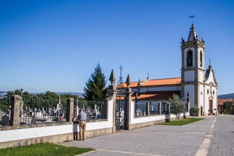 Vila Verde: Autarquia limita lotação de cemitérios a 100 pessoas