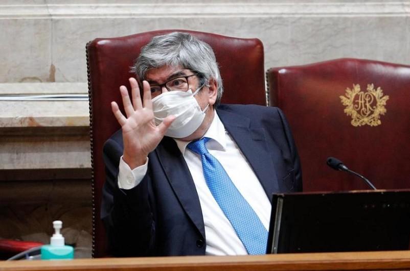 Covid-19: Ferro admite proposta de lei sobre máscaras e `app´ apesar de dúvidas