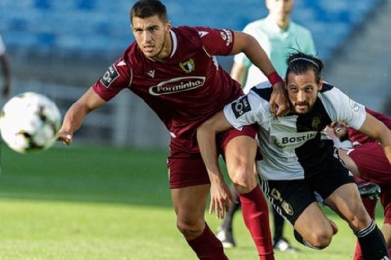 Farense e Famalicão empatam a três golos no Estádio Algarve