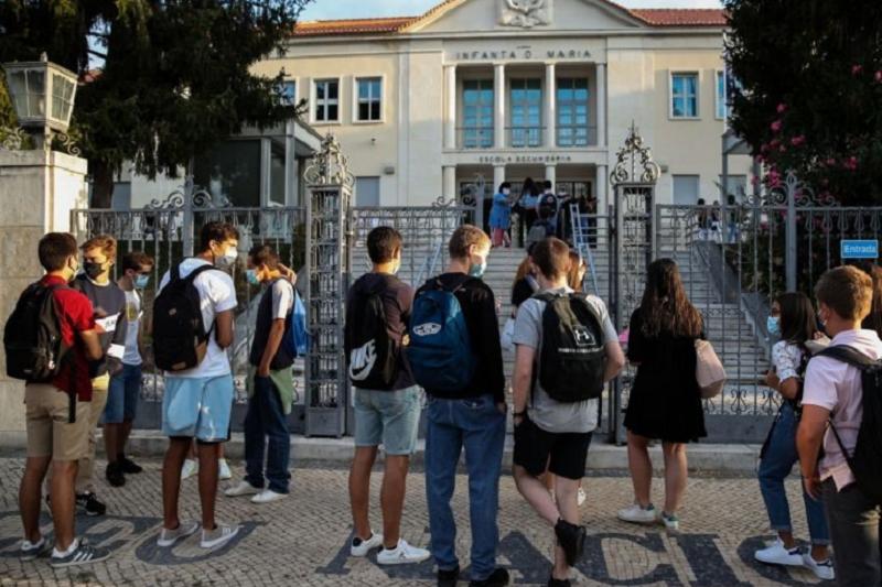Covid-19: Ministério da Educação quer manter escolas abertas