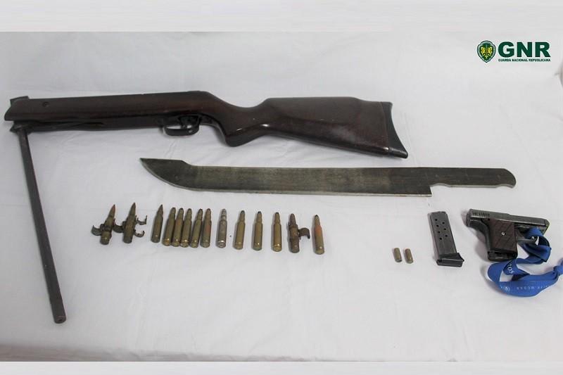 Guimarães: GNR apreende armas a homem que ameaçou vizinhos de morte