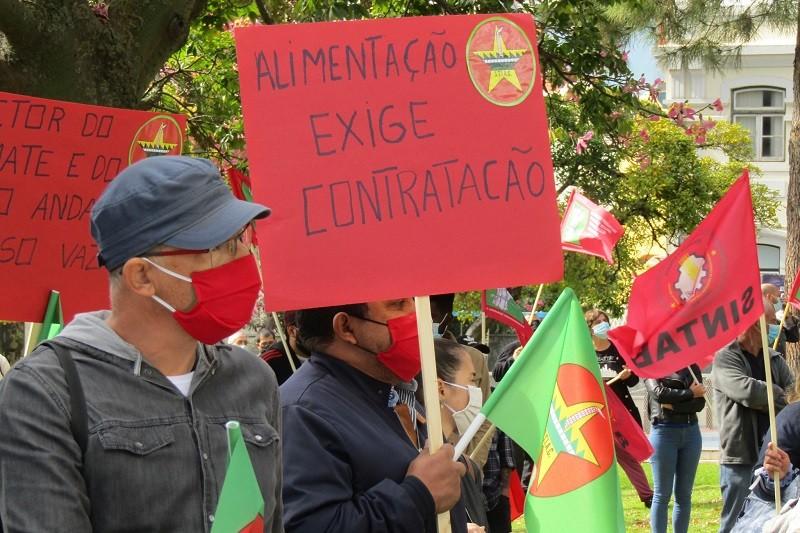 Trabalhadores das cantinas escolares de Barcelos em greve contra incerteza dos contratos