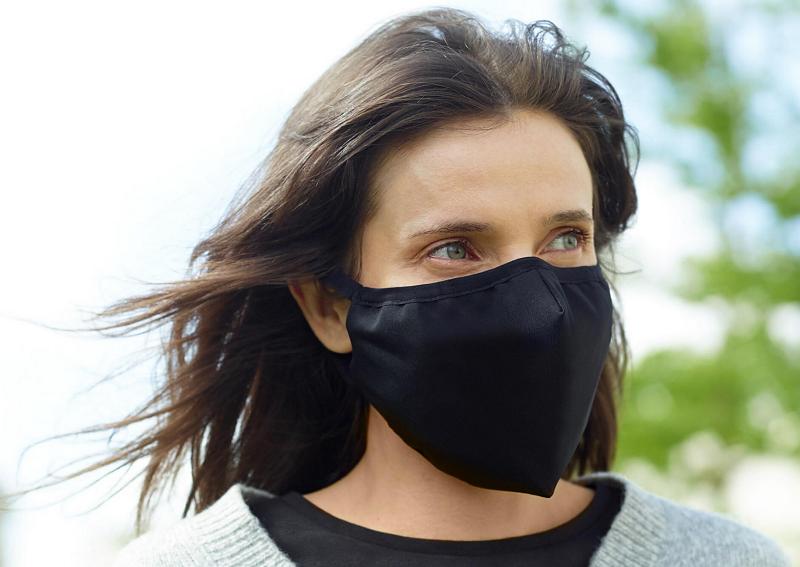 Covid-19: Parlamento aprova hoje uso obrigatório de máscaras na rua por três meses