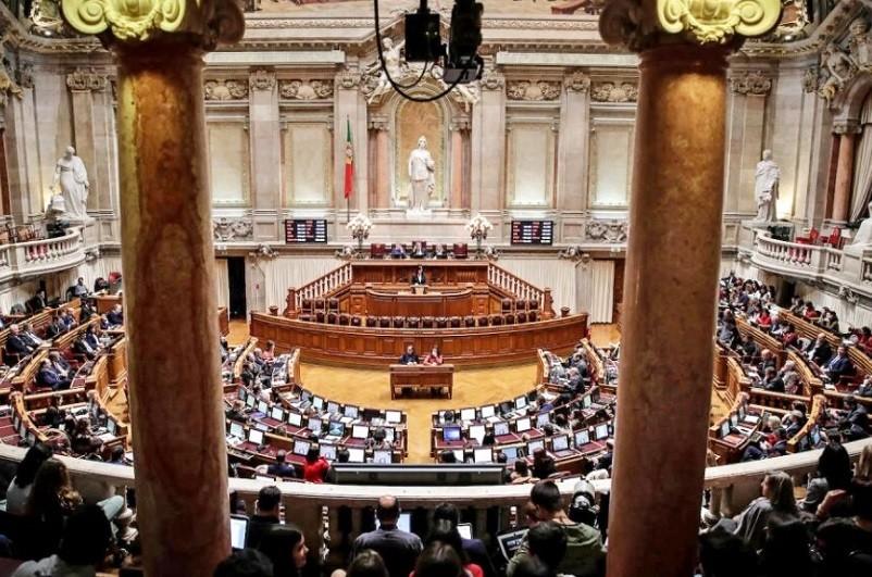 A Assembleia da República chumbou hoje um referendo sobre a morte medicamente assistida, ou eutanásia, apresentado através de uma iniciativa popular com mais de 95 mil assinaturas.