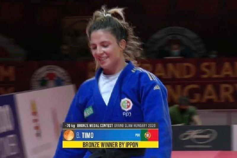 Judoca Bárbara Timo conquista bronze no Grand Slam de Budapeste
