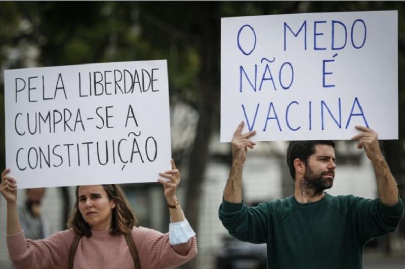 Covid-19: Centenas de pessoas contestam em Lisboa medidas do Governo