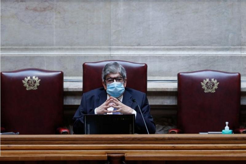 Ferro Rodrigues apela à convergência de todos para vencer desafios da crise