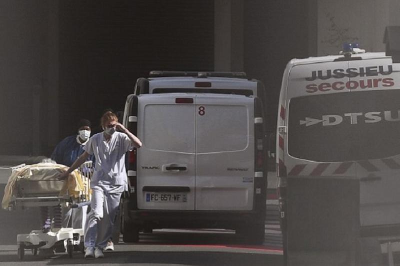 Covid-19: França atinge recorde diário de novos casos com 45.422 contágios
