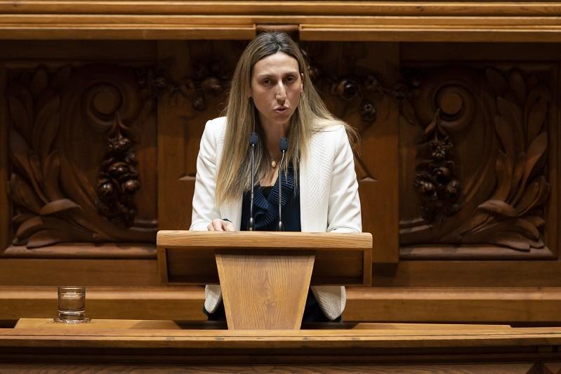 OE2021: Deputada não inscrita Cristina Rodrigues abstém-se e garante viabilização na generalidade