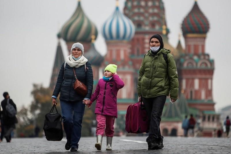 Covid-19: Rússia com 18.665 novos casos bate recorde de contágios