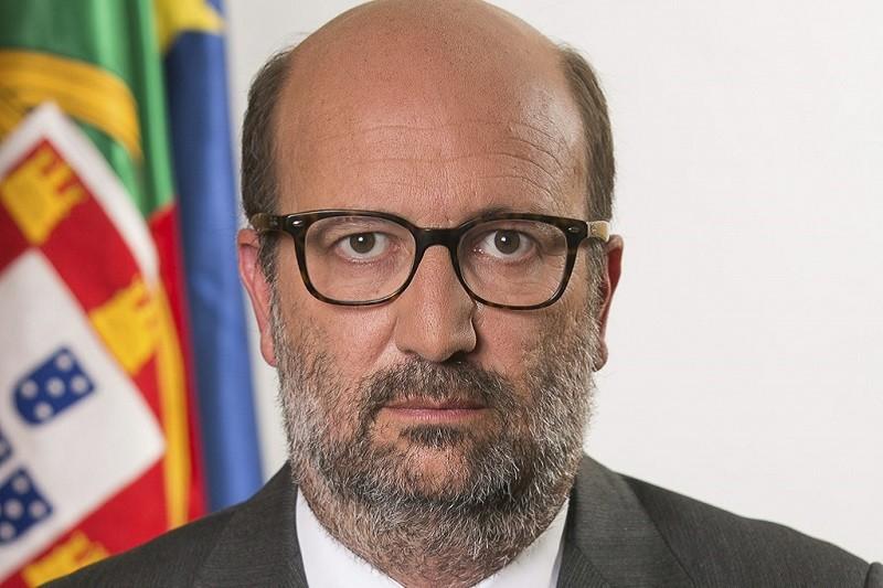 Ministro do Ambiente diz que não faz sentido ligar Braga e Guimarães por metro de superficie