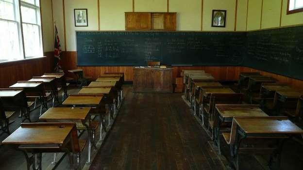 Antecipação de colocação de professores é
