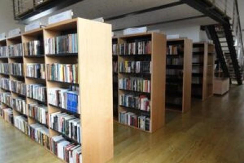 AMARES: Biblioteca Municipal passa a encerrar ao sábado