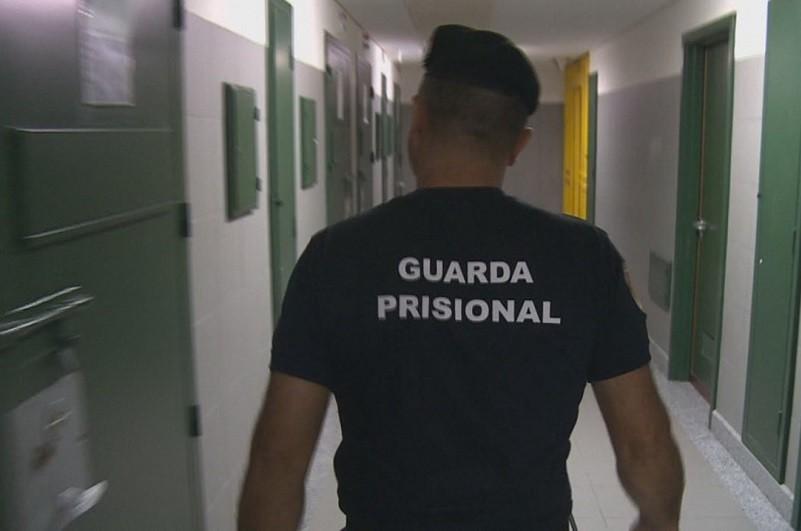 Chefes da guarda prisional iniciam greve na 2-º feira que deixa prisões no