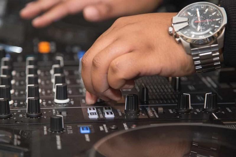 Covid-19: DJ de Viana do Castelo vai animar 'online' matiné de recolher obrigatório