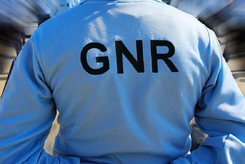 ARCOS DE VALDEVEZ: GNR detém homem por posse ilegal de armas em processo de violência doméstica