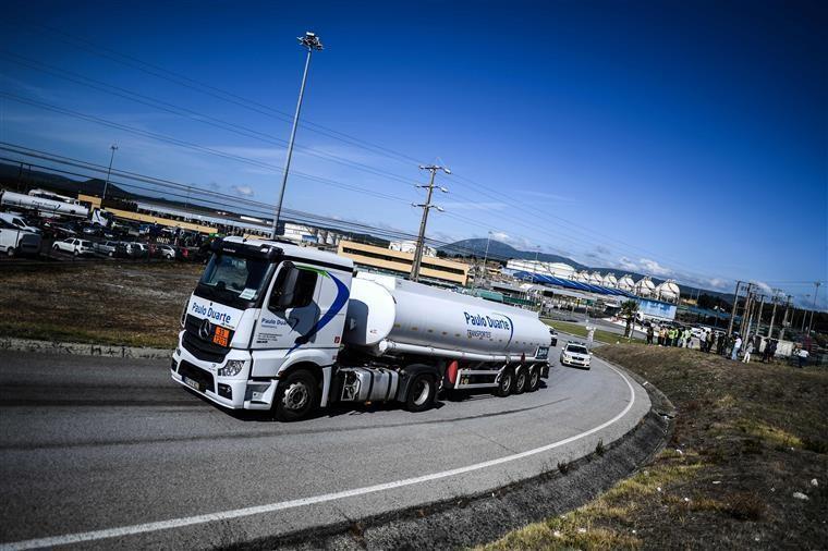 Motoristas: Sindicato dos motoristas de matérias perigosas desconvoca greve