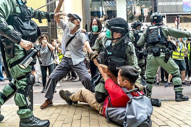 Estudantes marcham em Hong Kong a exigir libertação de 12 manifestantes