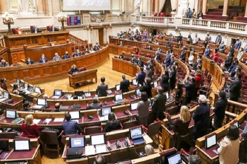 Covid-19: Parlamento autoriza estado de emergência com votos a favor de PS e PSD