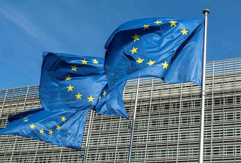 Bruxelas propõe empréstimos e verbas de fundações para salvar media europeus da crise