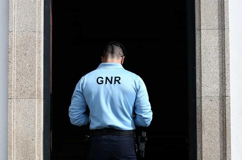 GNR apreende arma e munições a mulher de 68 anos em Celorico de Basto