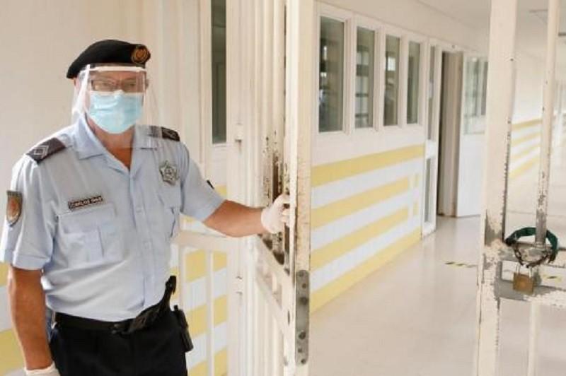 Cento e dez casos de Covid-19 entre reclusos e trabalhadores ligados às prisões