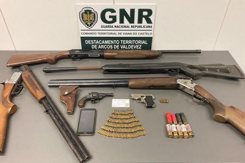 GNR dos Arcos de Valdevez detém dois homens por posse ilegal de armas