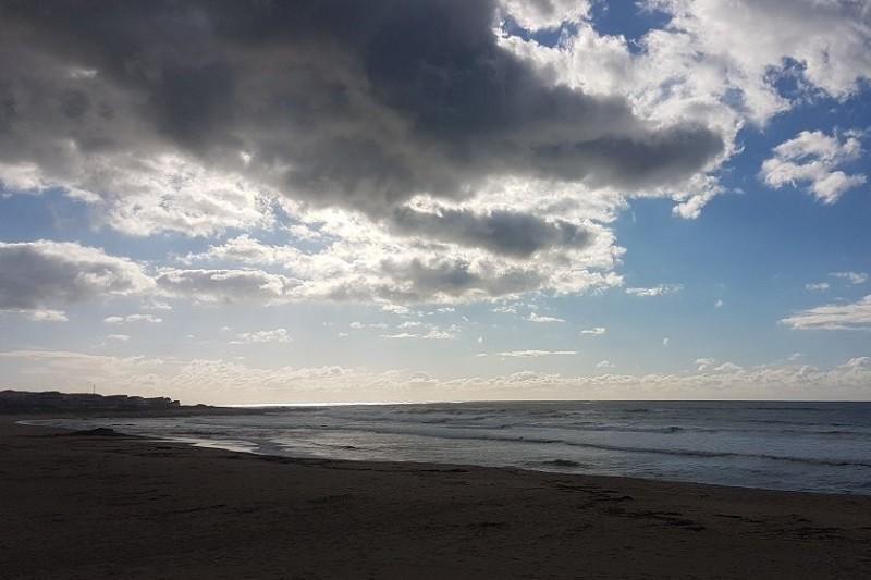 Estudo revela que em cinco praias do Norte existe mais lixo do que sargaço