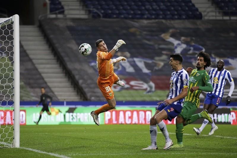 FC Porto vence Tondela e ruma aos oitavos de final da Taça
