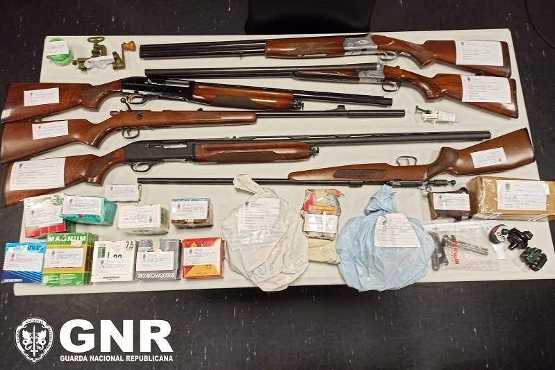 GNR apreende armas e medicamentos a suspeito de maus-tratos a animais em Amares