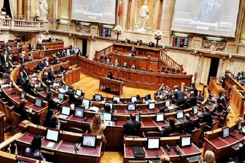 Parlamento arranca o ano com renovação do estado de emergência e debate sobre o clima