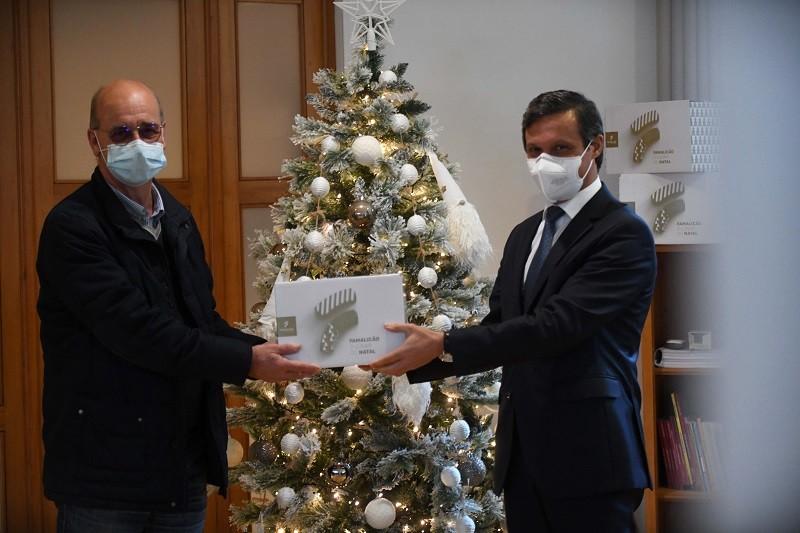 Câmara de Famalicão oferece bacalhau, azeite e aletria pelas famílias carenciadas
