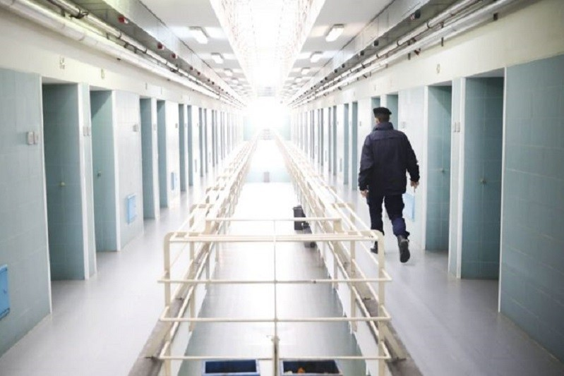 Pandemia libertou mais de 2.000 reclusos e paralisou tribunais