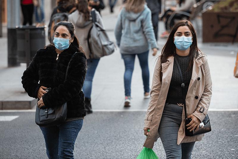 Parlamento prolonga uso obrigatório de máscaras na rua por mais três meses