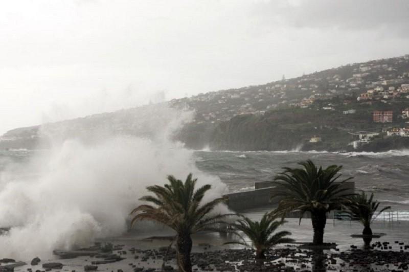 Chuvas fortes têm provocado inundações e derrocadas no norte da Madeira